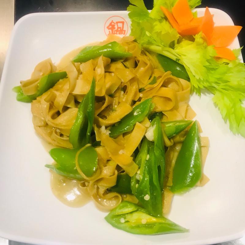 Dried tofu sautéed with peppers 豆腐干炒尖椒