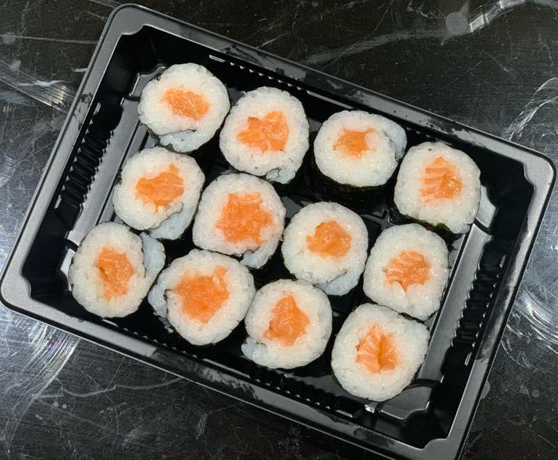 J10. 12 Makis black saumon