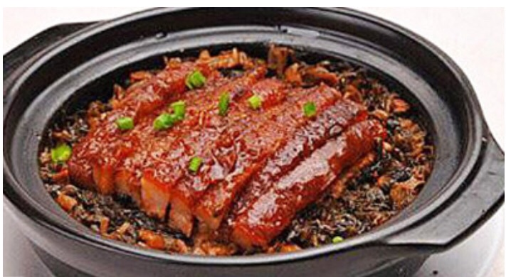 B7 Belly of Pork with Dried Vegetables Hot Pot
