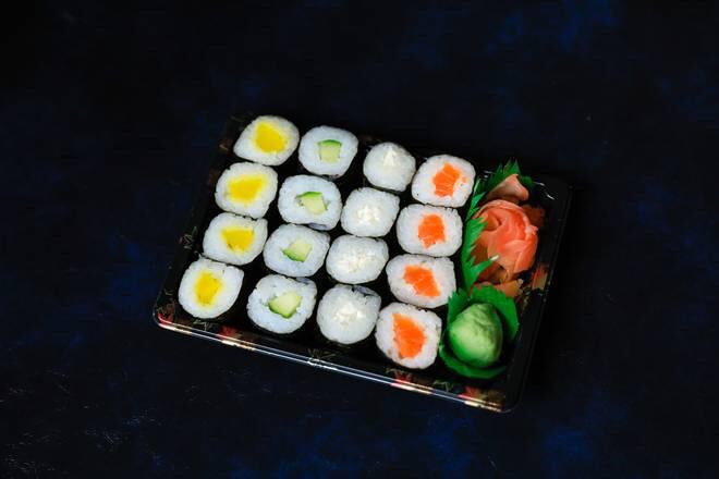 J6  4 maki saumon +4 maki concombre +4 maki chesse +4 maki radi