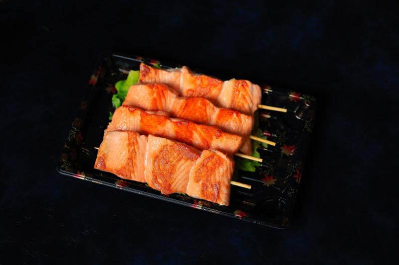 J21  brochettes saumon 4 pièce