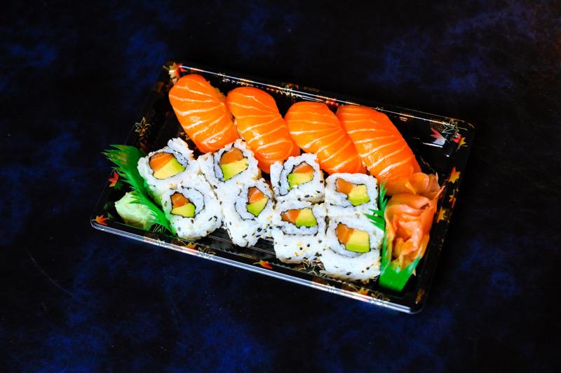 J3  8 California avocat saumon +4 sushi saumon