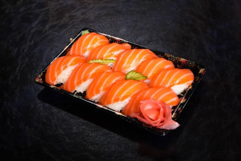 J16  10 sushi saumon