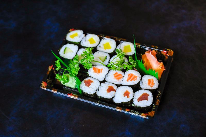 J6  4 maki saumon +4 maki concombre +4 maki thon crue+4 maki radi