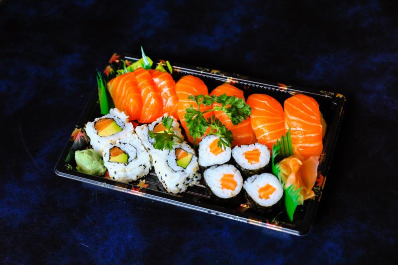 J13  4 California avocat saumon +4 maki saumon +4 sushi saumon +3 sashimi