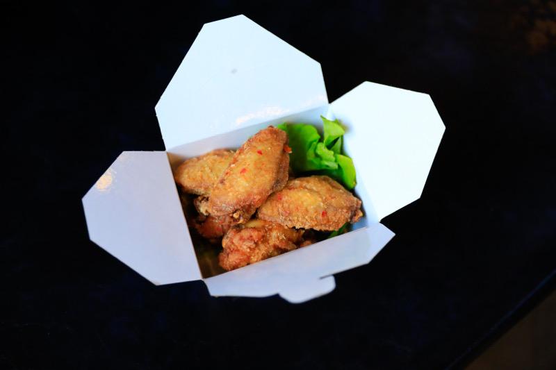 F9 Ailes de poulets frits 6pcs 🍖